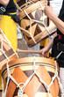 Nahaufnahme von südamerikanischen Holztrommeln - 69586294