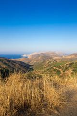 Schöner Ausblick auf Meer und Gebirge in Kreta