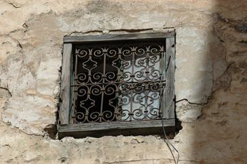 finestra con cornice