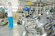 Leinwanddruck Bild - pharmaceutical industry worker