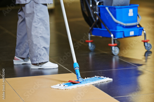 cleaning floor - 69592040