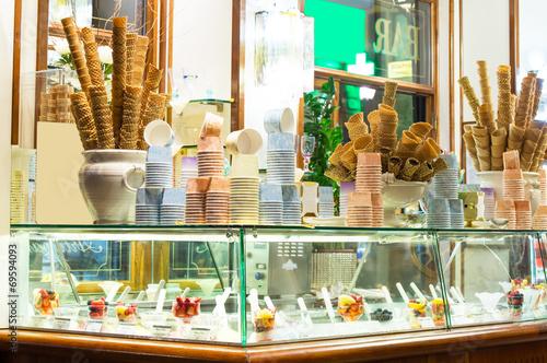 Leinwandbild Motiv Italian ice cream bar