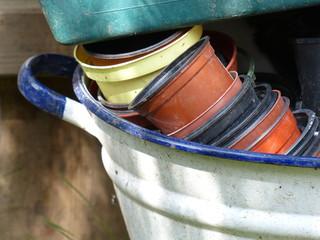 Behälter mit Blumentopf und Übertopf aus Kunststoff in Löhne