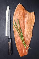 Lachfilet mit japanischen Messer