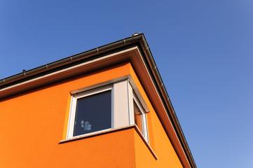 modernes Haus mit Eckfenster