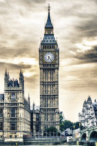 The clock tower, Big Ben. - 69598471