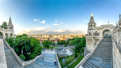 Budapest, Fischerbastei mit Ausblick auf das Parlament
