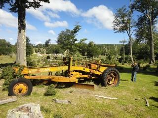 antigua maquinaria en el bosque