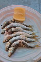 Sardines grillées avec citron