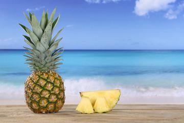 Ananas Frucht im Sommer am Meer