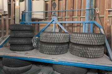 自動車修理工場 交換したタイヤ