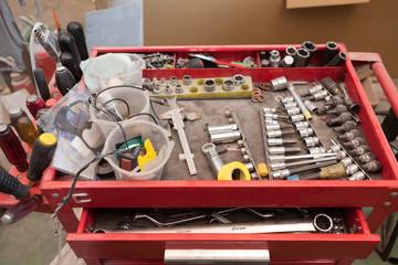 自動車修理工場の工具