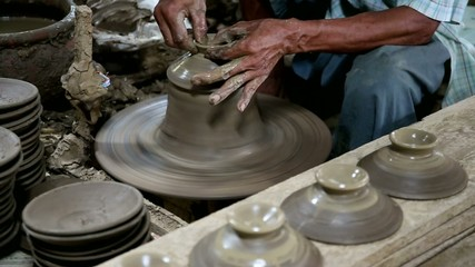 Raising vase on pottery wheel