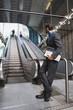 canvas print picture - Geschäftsleute am U-Bahnhof Rolltreppe im Hintergrund