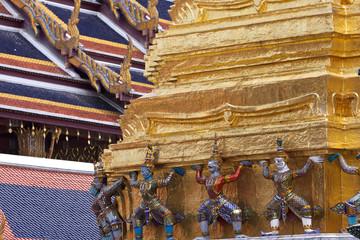 Statue nel Palazzo Reale di Bangkok.