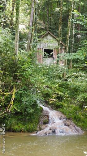 canvas print picture Einsame Waldhütte