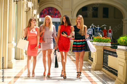 canvas print picture Group of happy smiling women shopping