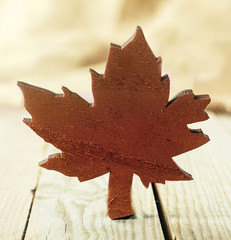 Wooden Xmas maple leaf decoration