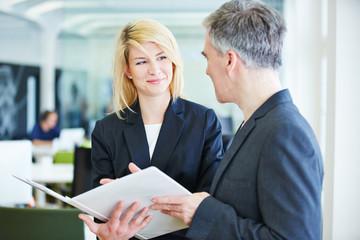 Verhandlung im Büro führt zum Erfolg