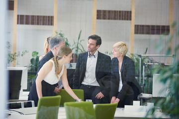 Verhandlung unter Geschäftsleuten im Büro