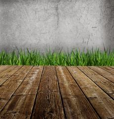 Holzboden vor Hauswand