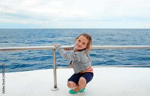 Leinwanddruck Bild kind auf dem schiff