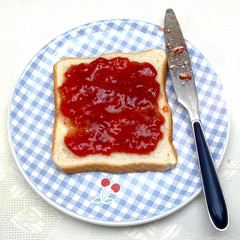 Tostada con mermelada