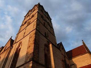 Der Kirchturm der Münsterkirche in Herford in Ostwestfalen