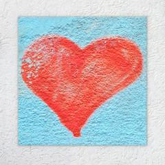 Herz an Wand