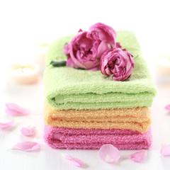 Spa: rose petals, towels, candles