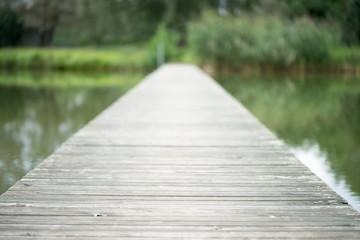 Kleiner Steg übers Wasser