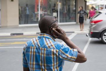 Parlando al telefono