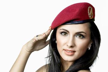 Frau mit Fallschirmjägerbaret