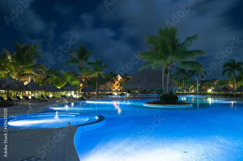 Swimming pool - 69639205