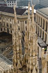 Milan Duomo three statues