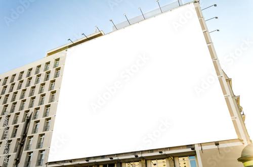 Werbetafel an Gebäude - 69640698