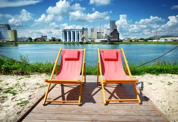 Urlaub daheim zu hause Liegestühle Balkonien Erholung Baggersee