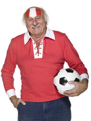 Senior Mann Fußball über Kopf, Portrait