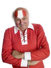 Älterer Mann mit mit österreichischer Flagge auf der Stirn