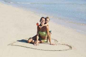 Un cuore per due sulla spiaggia