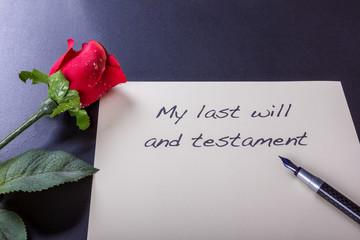 Testament und letzter Wille mit roter Rose