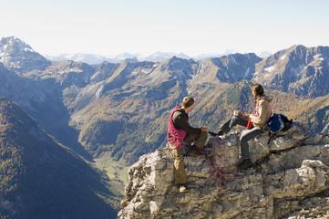 Österreich, Salzburger Land , Junges Paar eine Pause