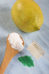 detachant biologique, citron et  bicarbonate de sodium.