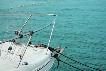 Yacht am blauen Meer