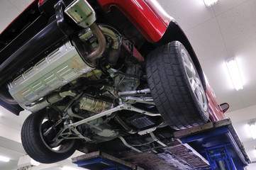 整備工場の自動車