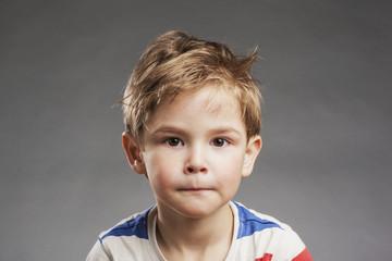 Neutraler Blick - Porträt Vorschulkind Junge