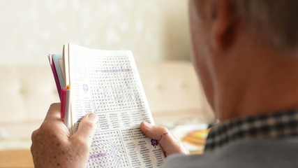 old man (senior - elderly) - crossword puzzle (resolve puzzle)