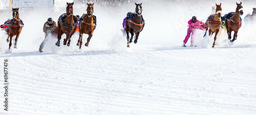 Papiers peints Equestre white turf - St. Moritz (CH)