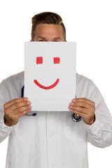 Arzt hält Smiley vor Gesicht