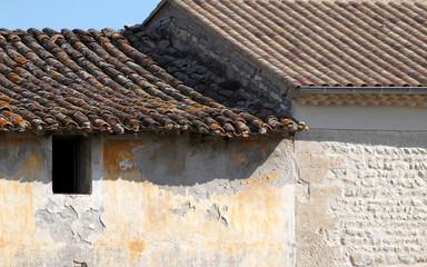 maison ancienne et maison rénovée